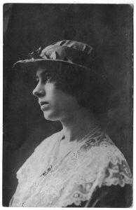 Нина Зальцман. 1910-е.