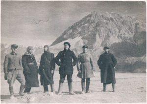 Суфи-Курган, Памир. Ноябрь 1938. Зальцман - третий слева.