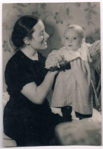 Роза Зальцман с дочерью Еленой (Лоттой). Ленинград. 21 июня 1941.
