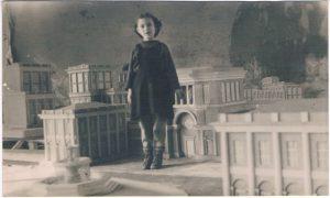 Елена (Лотта) Зальцман. Алма-Ата. 1945.