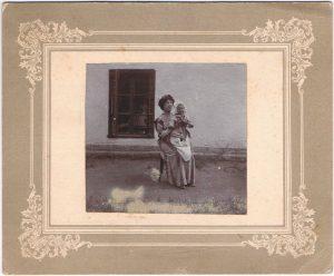 Мария Николаевна с Павлом. Село Чубаевка (под Одессой). 12 августа 1912.
