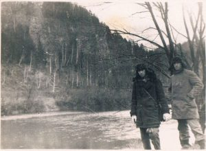 Urals, the Sylva river. December 1936. Zaltsman on the left.