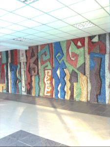 Деталь панно в холле административного корпуса киностудии Казахфильм. Ракурс. 1979. Смальта.