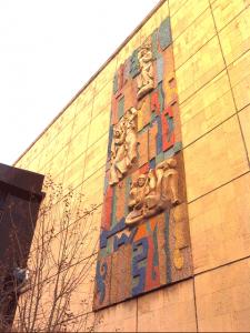 Панно на административном корпусе киностудии Казахфильм. Начало 1980-х. Смальта.