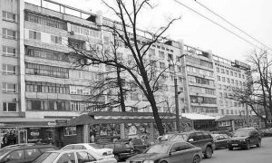 Apartment building where P. Zaltsman lived from 1968 to 1985. Alma-Ata, corner of Communistichesky and Gogol streets. Contemporary photo.