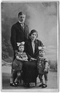 Нина и Борис Лебедевы с детьми. Франция. 1920-е.
